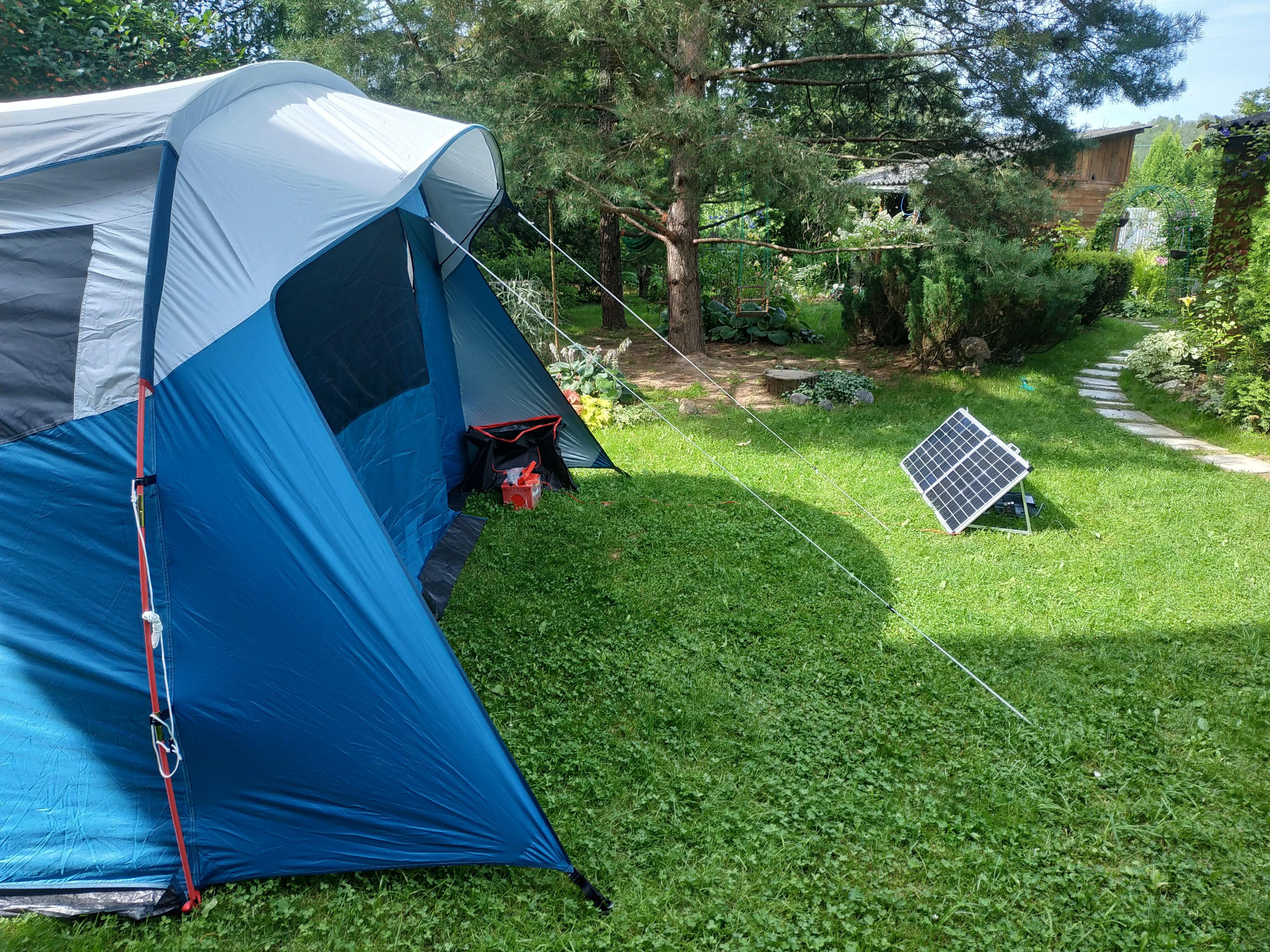 tente et panneau solaire